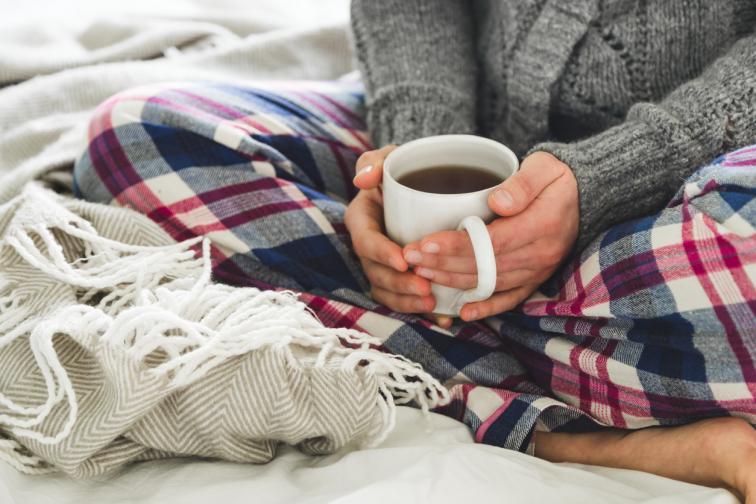 чай кафе жена есен зима легло дом уют