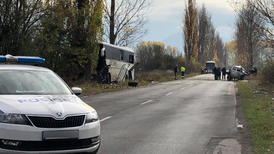 Тежка катастрофа между автобус и джип, загинали и ранени