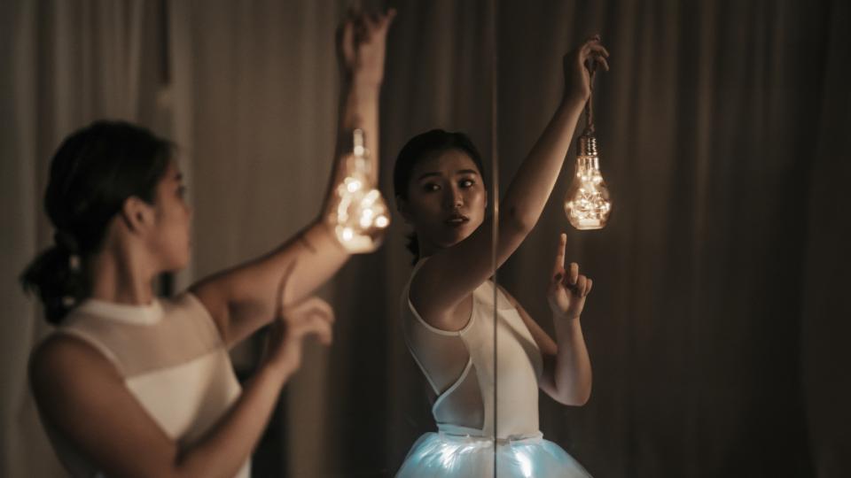 жена магия магично светлини светлина лампички огледало