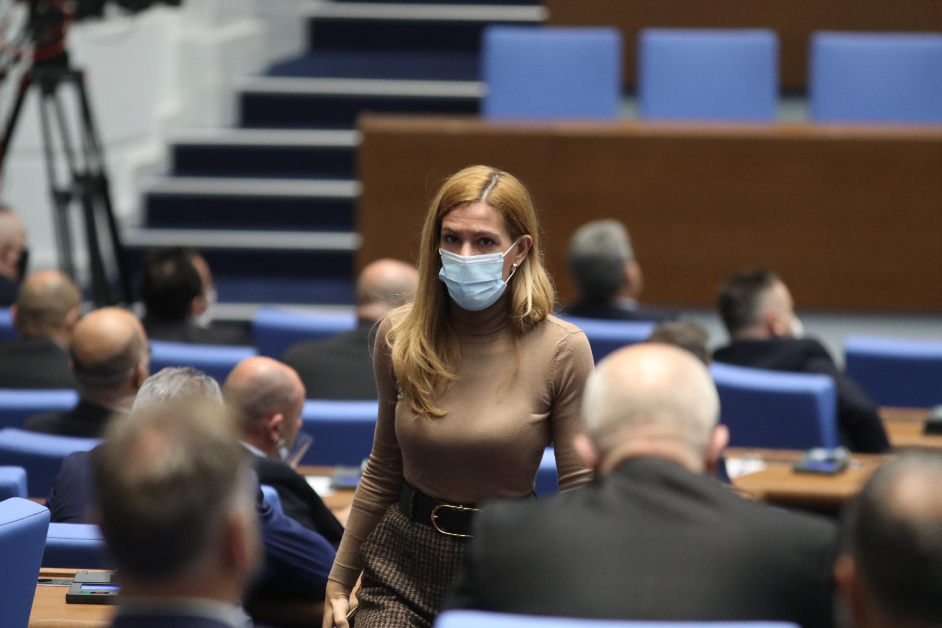<p>Депутатите разгледат промените в Закона за личната помощ. Майките от &quot;Системата ни убива&quot; не са съгласни с готвените промени и организират протест по време на гласуването.</p>