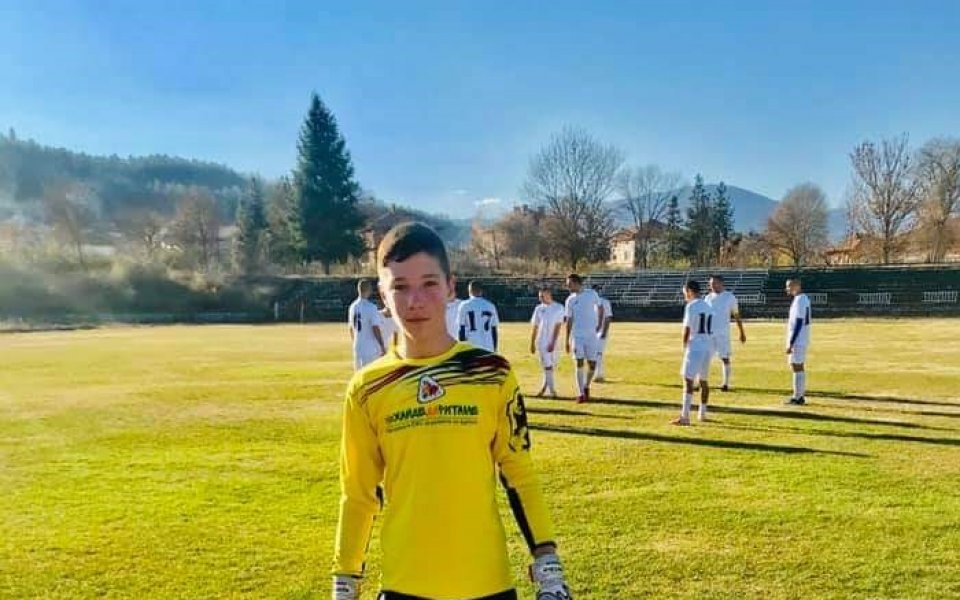 13-годишен дебютира в мъжкия футбол у нас