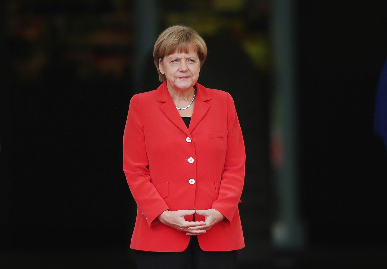 <p><strong>4. Къде Меркел не обича да прекарва отпуската си? -&nbsp;</strong>В Германия<br /> <strong>5. Как бившият канцлер Хелмут Кол наричаше Меркел навремето? -&nbsp;</strong>В. Моето момиче<br /> <strong>6. Кое е моминското име на Меркел? -&nbsp;</strong>А. Ангела Доротея Каснер</p>