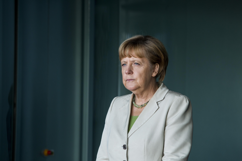 <p><strong>7. Какво &quot;осиновява&quot; Меркел през 2011 година? -&nbsp;</strong>Б. Пингвин<br /> <strong>8. Каква е искала да стане, когато е била дете? -&nbsp;</strong>Б. Състезателка по фигурно пързаляне<br /> <strong>9. Какво си купува с първите западногермански марки след края на ГДР? -&nbsp;</strong>В. Дюнер</p>