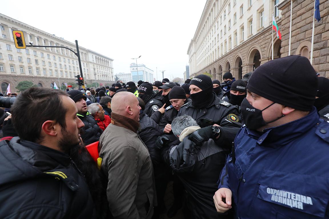 <p>Протести на жълтите павета днес</p>