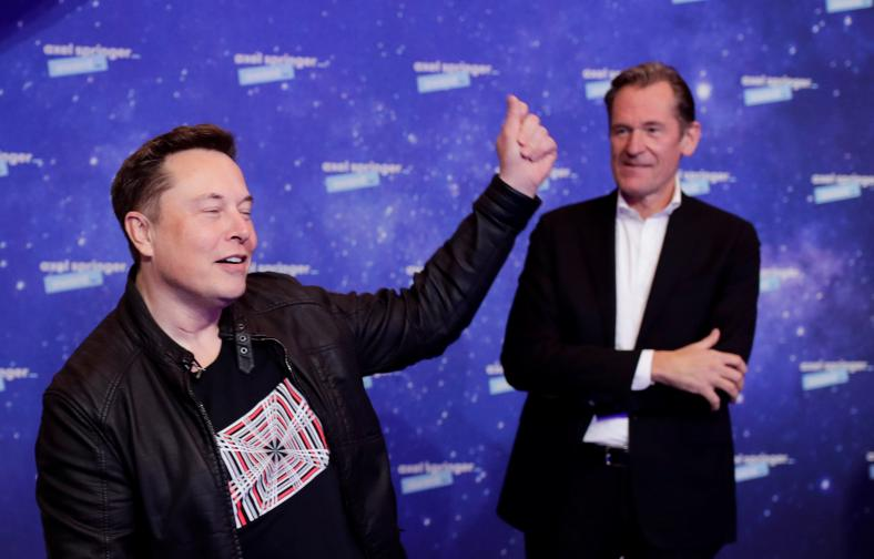 Илон Мъск на церемонията по връчване на наградите Axel Springer
