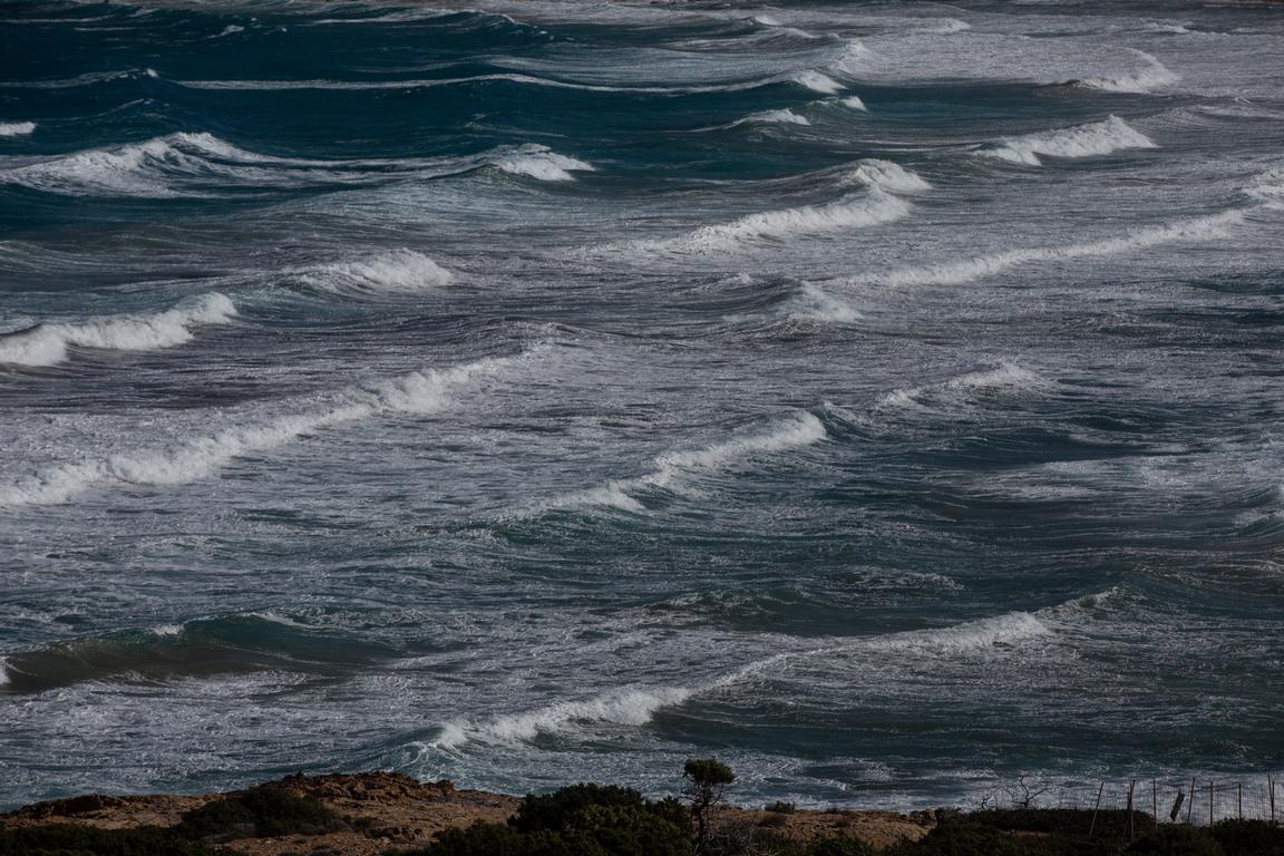 <p>Гавдос се свързва и с митичния остров Огигия, споменат в Одисея на Омир. На Огигия е отвлечен Одисей от нимфата Калипсо и той прекарва там 7 години. Много места претендират, че са Огигия, но ако се проследи пътуването на Одисей и ветровете, разгледа се природата на Гавдос, със сигурност всеки посетител ще се увери, че това е митичният остров от Одисея.</p>  <p>&nbsp;</p>