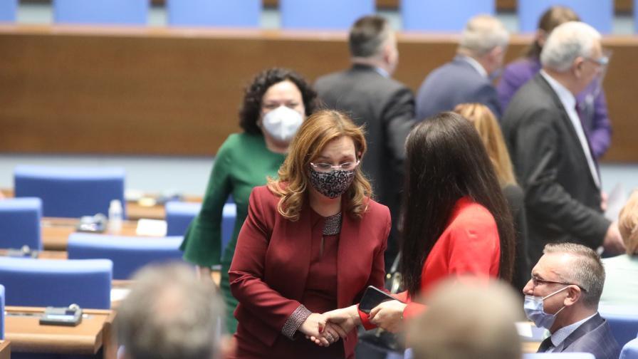 Зорница Русинова е новият председател на...
