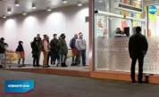 Въпреки мерките: Препълнени магазини и липса на дистанция