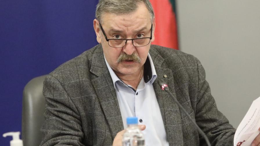 Колеги на Кантарджиев на протест, не искат пенсионирането му