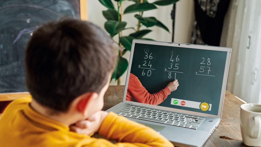 Осигуряват интернет за всеки учител и ученик при онлайн обучение