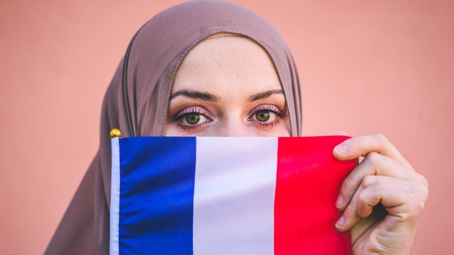 <p>Деликатните отношения на Франция с исляма</p>