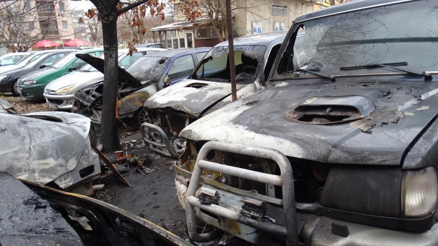 7 автомобила и каравана горяха в Благоевград
