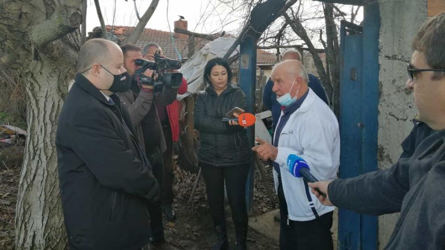Пребиха и ограбиха възрастен мъж край Нова Загора