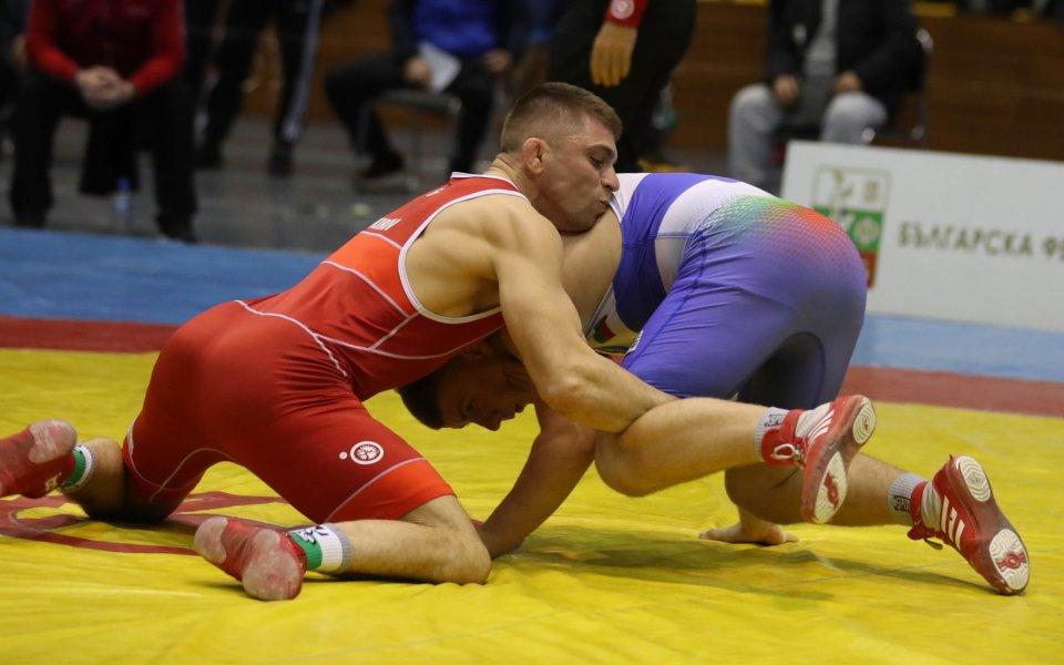 Фаворитите стигнаха убедително до финалите на държавния шампионат по свободна