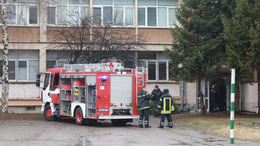 Евакуираха столично училище заради пожар