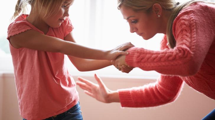 Психическите вреди, които причинявате на децата си с пошляпване