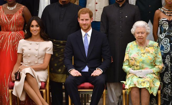 Кралицата топи ледовете с Хари, кани го на обяд