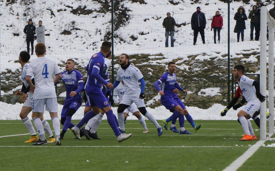 Футболистите на Етър заминаха на лагер, с който започва вторият
