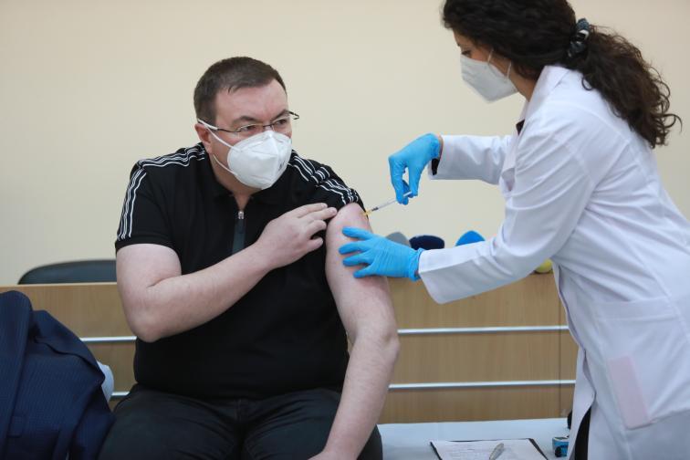 Костадин Ангелов се реимунизира срещу COVID