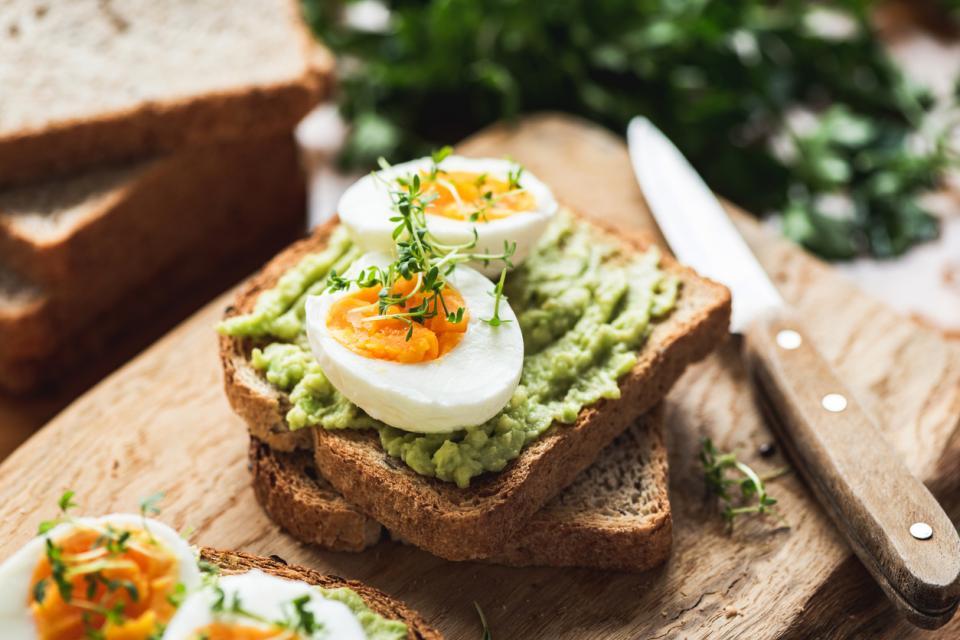 храна бременна закуска жена