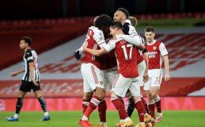 Обамеянг се окопити, за да изкачи Арсенал в топ 10