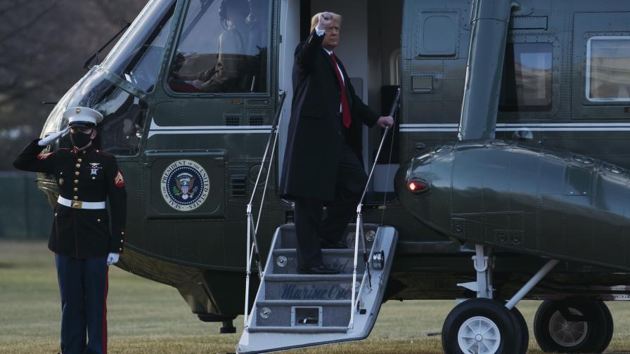 Доналд Тръмп и Мелания напуснаха Белия дом...