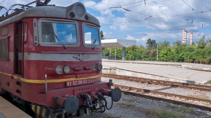 За часове: Три вандалски атаки срещу влакове на БДЖ