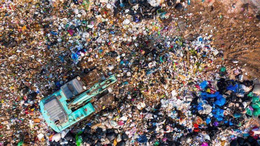 Задължават общините да събират разделно текстилни отпадъци и обувки