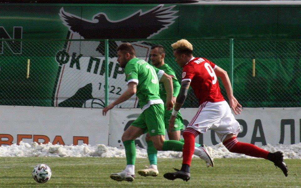 Пирин Благоевград записа равенство 0:0 срещу Миньор Перник в последната