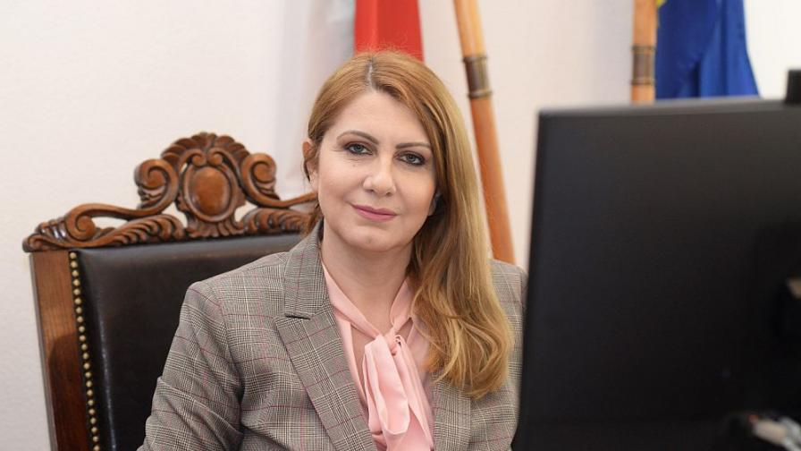 Десислава Ахладова