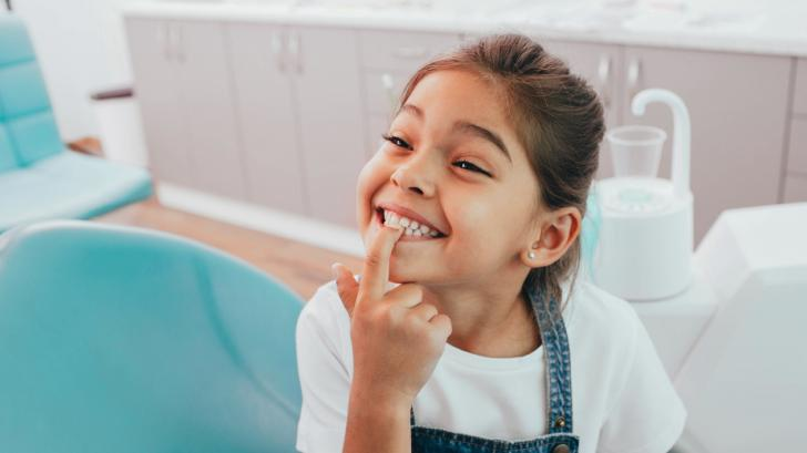Защо детето скърца със зъби?