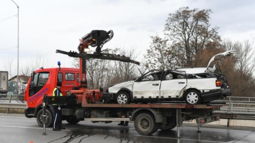 Повдигнаха обвинение на шофьора, който падна с колата си в река Искър