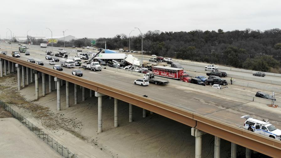 Загинали и ранени след голяма верижна катастрофа в Тексас