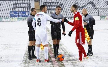 Футболист на Славия разби носа на съдията