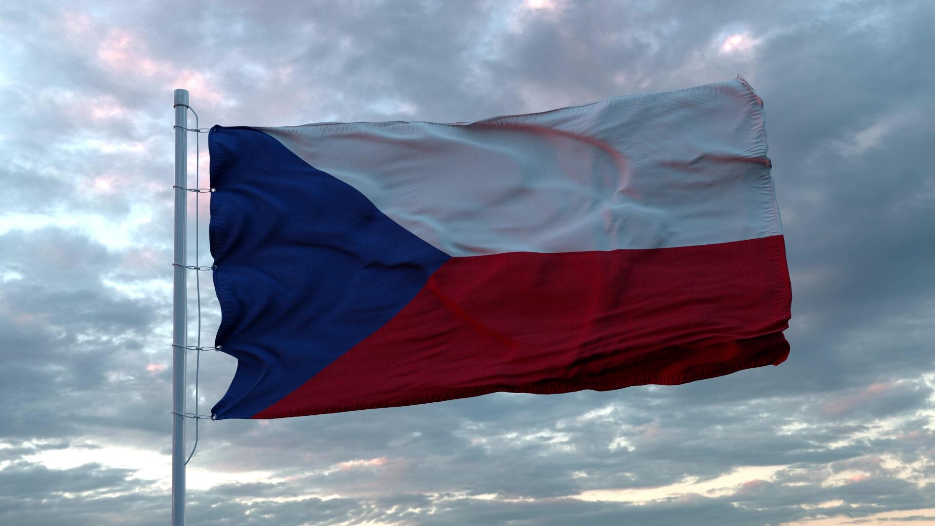 <p><strong>Чехословакия</strong></p>  <p>След разпада на Австро-Унгария е създадена Чехословакия, която включва Бохемия, Моравия и Словакия. След това държавата е окупирана от нацистите, последвано от съветска окупация. В крайна сметка се стига до мирен край на комунизма в Чехословакия след Нежната революция през 1989 г. и през 1993 г. страната се разделя на Чехия и Словакия, като Чехия запазва знамето.</p>