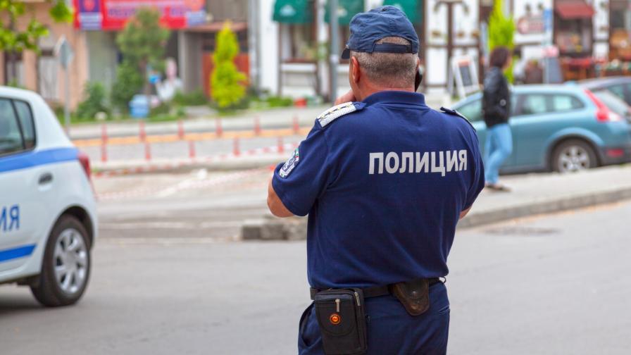 Уволняват полицаите, празнували в заведение край Сандански