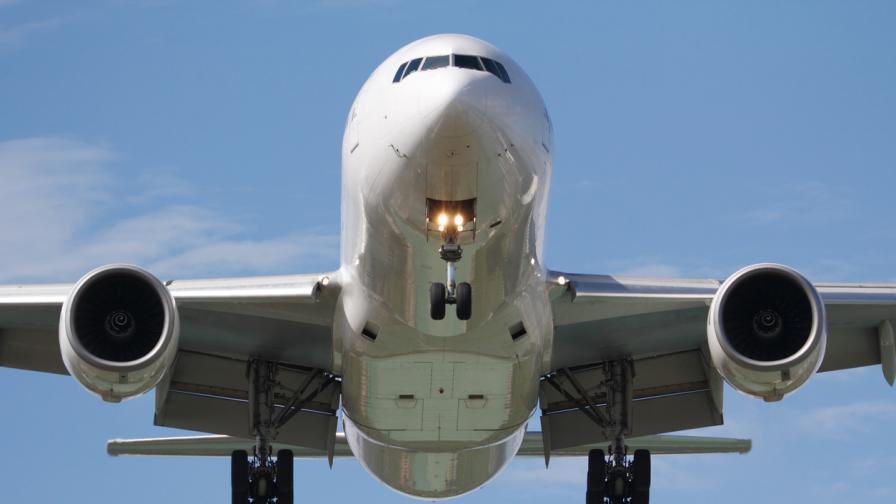 """""""Боинг"""" препоръча на всички авиолинии да спрат полетите на Боинг 777"""