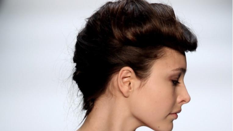 коса модел прическа брюнетка