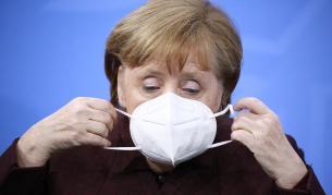 Видео със стреснатата Меркел стана хит онлайн