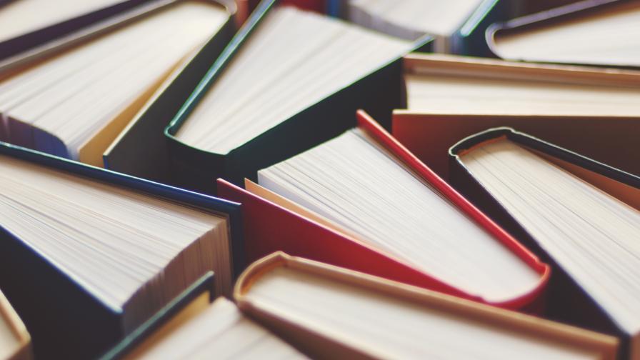 """Връщат книгите на площад """"Славейков"""", вижте проекта"""