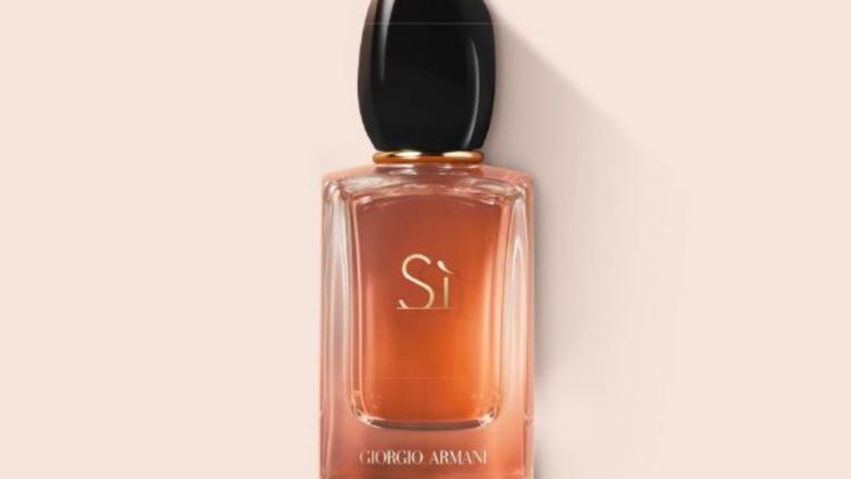Изследвай най-страстната си страна с новия аромат Sì INTENSE