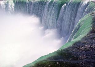 Ниагарският водопад ще се оцвети в бяло, зелено и червено