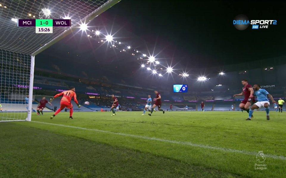 В 15-ата минута Рияд Марес получи дълъг пас на дясното