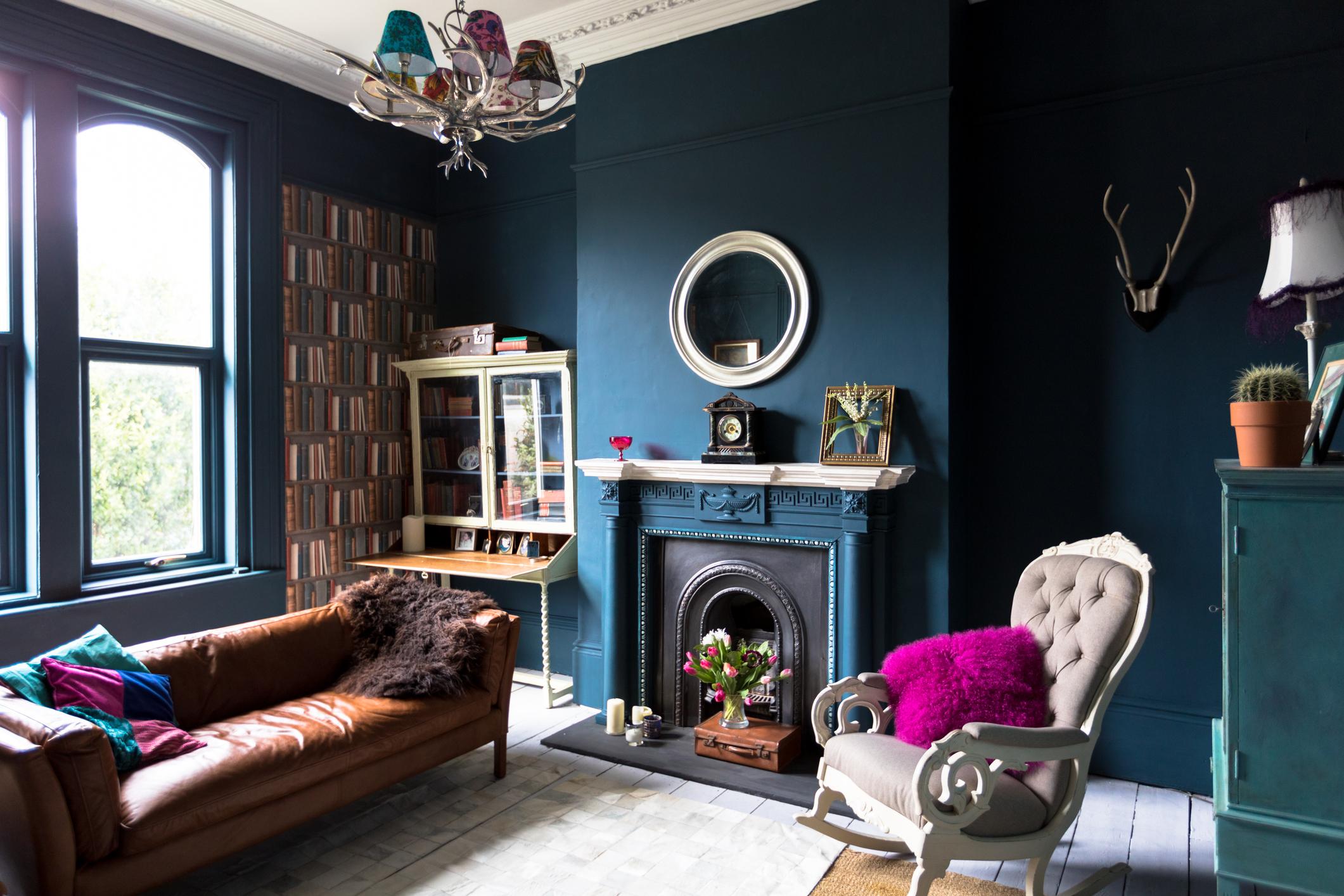 <p>Не прекалявайте с тъмните цветове и декорации - всяка стая, в която преобладават тъмните цветове, винаги изглежда по-мръсна и неподредена, отколкото е.</p>