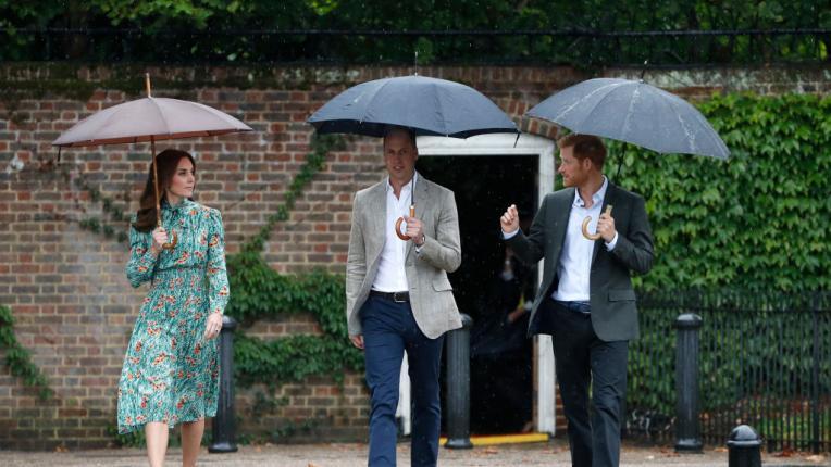 Скритите послания в тоалетите на кралското семейство