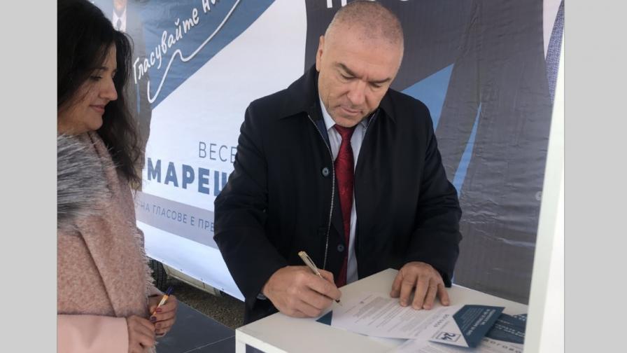 Започна подписването на Договора с Веселин Марешки в цялата страна
