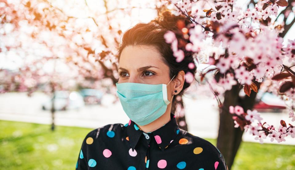 жена пролет маска коронавирус алергия