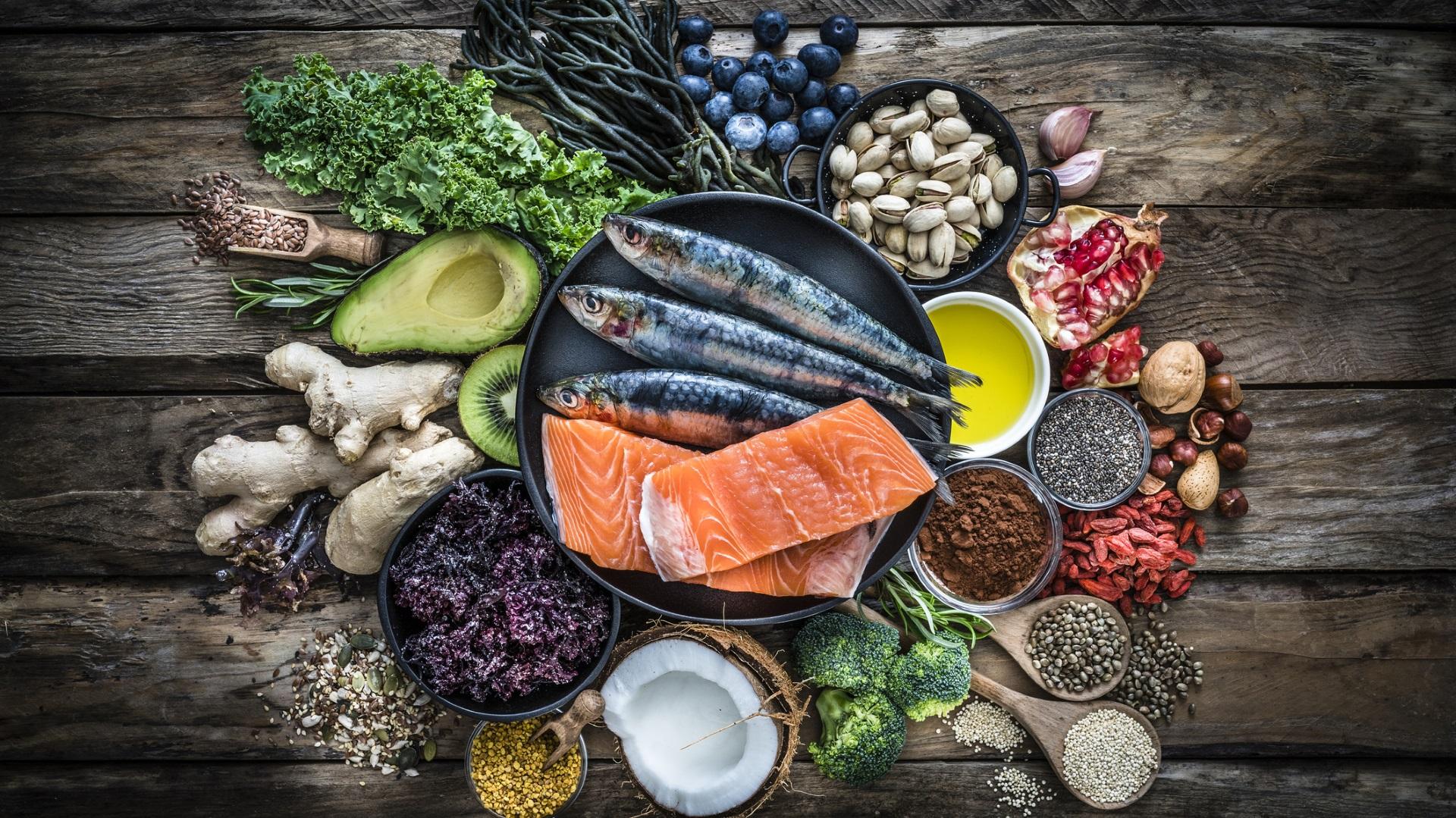 <p><strong>Хранете се внимателно</strong></p>  <p>Важно е да се поддържа здравословно тегло, тъй като това намалява рисковете от редица проблеми, включително сърдечни заболявания, диабет, сънна апнея и други. Намалете размера на порцията си поне наполовина, уверете се, че всъщност дъвчете храната си, правете едно хранене на ден само с плодове и зеленчуци и спрете да ядете поне два часа преди сън.</p>