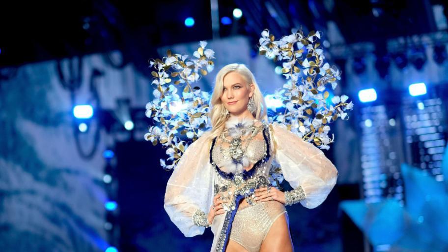 Моделът Карли Клос стана майка за първи път