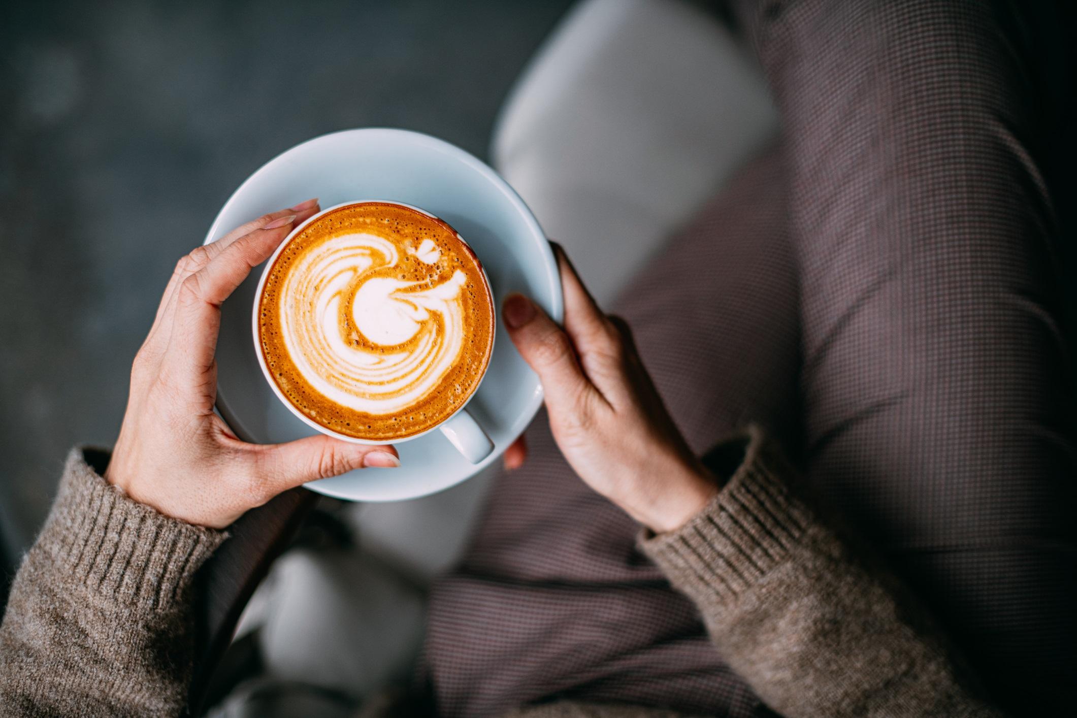 <p><strong>Хора с епилепсия</strong></p>  <p>Ограничеи проучвания показват, че тежката консумация на кафе е свързана с повишена честота на припадъците. Помислете за разговор с вашия невролог за приема на кофеин, ако имате епилепсия.</p>